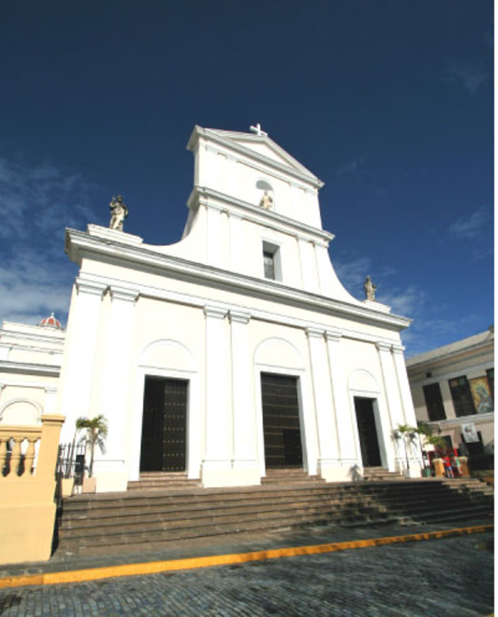 Catedral de San Juan, which holds the tomb of Ponce de Leon, the first governor of San Juan