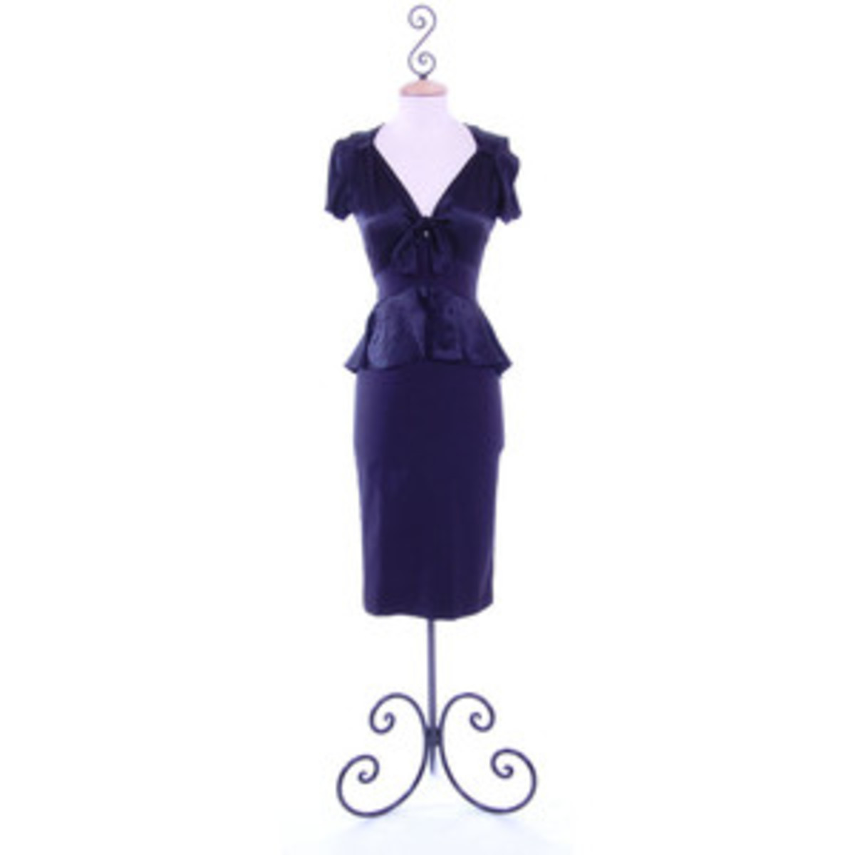 Great for hour glass, pear, and ruler shapes!  See the nice curves.  This dress has them whether or not you do.  So cute!
