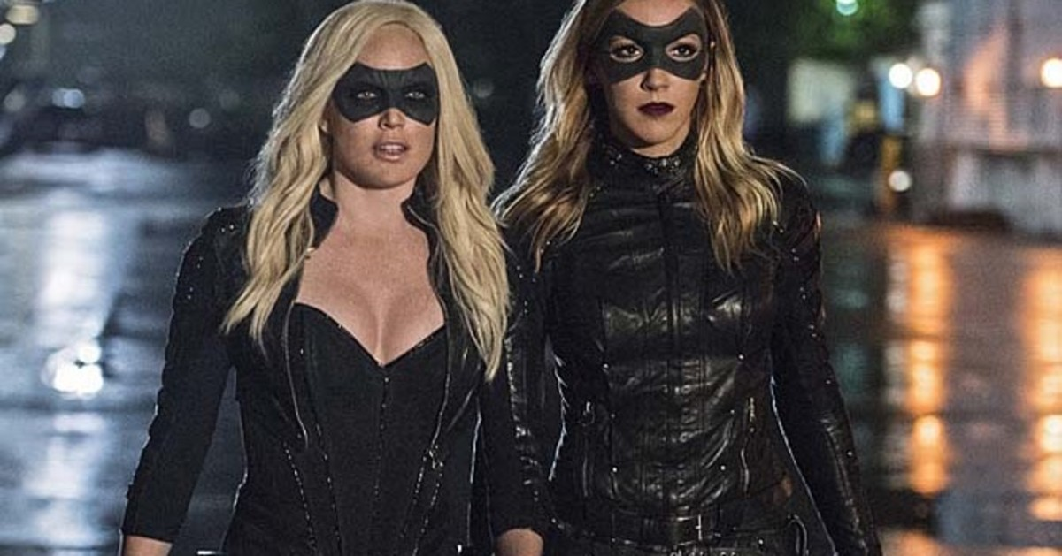 Caity Lotz (left) and Katie Cassidy (right) as Sara Lance (Canary) and Dinah Laurel Lance (Black Canary)