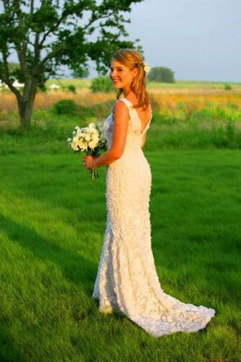 Jenna Bush in a simple but elegant OScar de la Renta wedding gown
