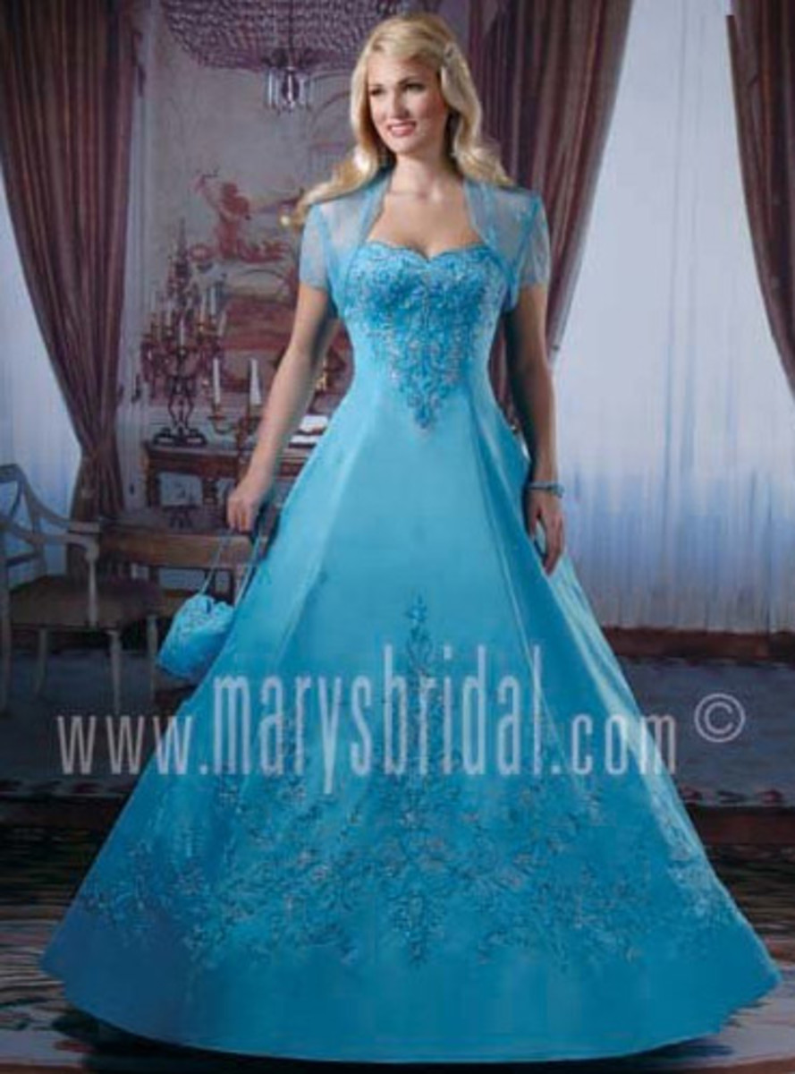 15 Stunning Color Wedding Dresses : Wedding Gowns in All ...