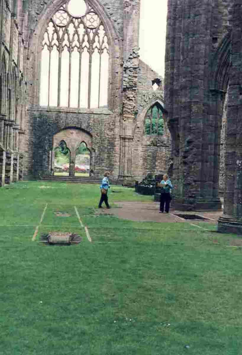 Tinturn Abbey. Photo Margery McGregor, 1983
