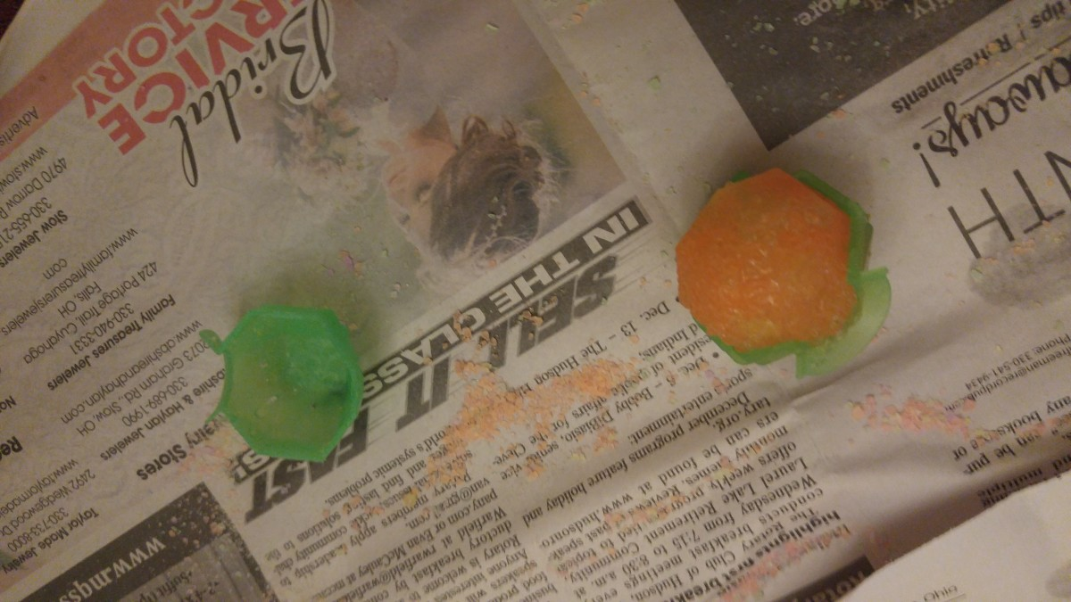Take out from the mold and let it dry. It is sticky and make sure it is not touching with other super balls.