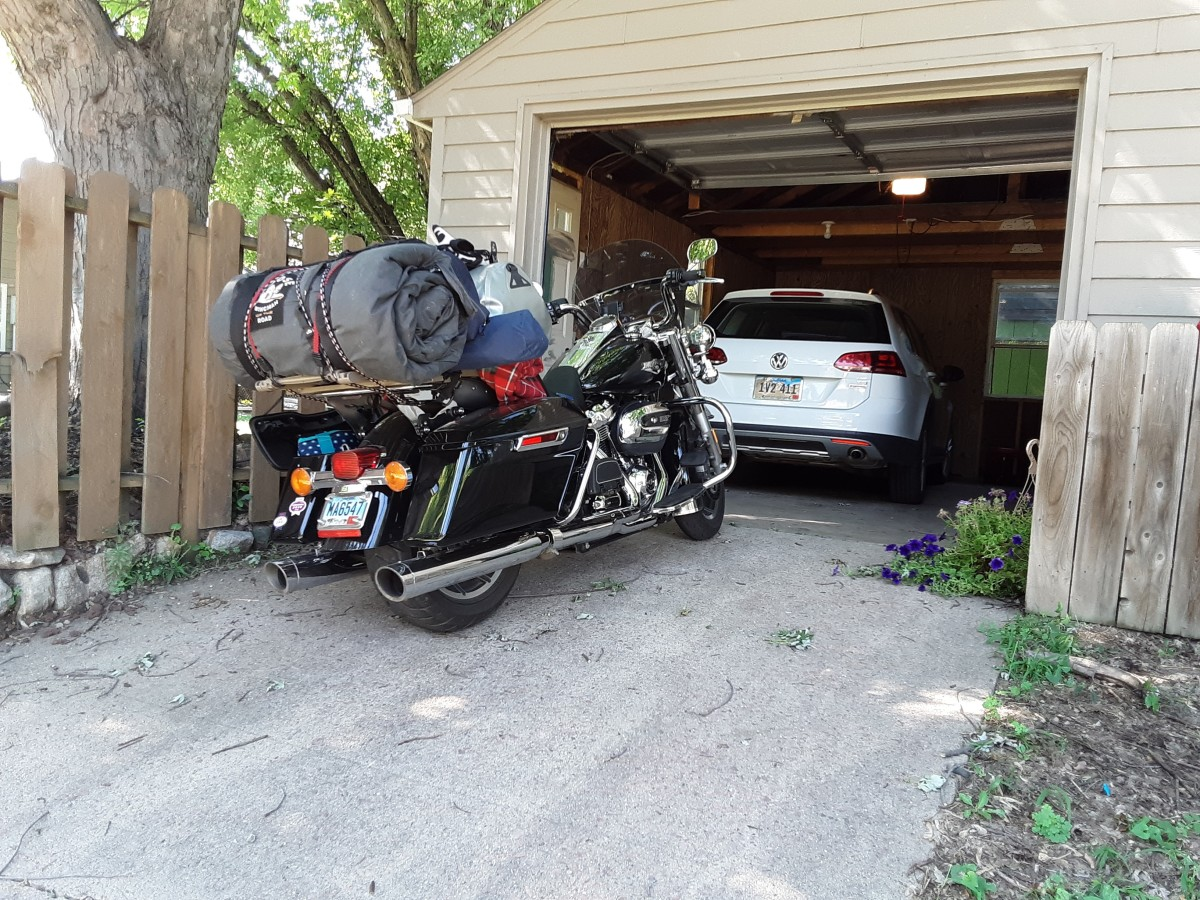 Arriving home with the Harley Davidson Road King after another successful weekend road trip.