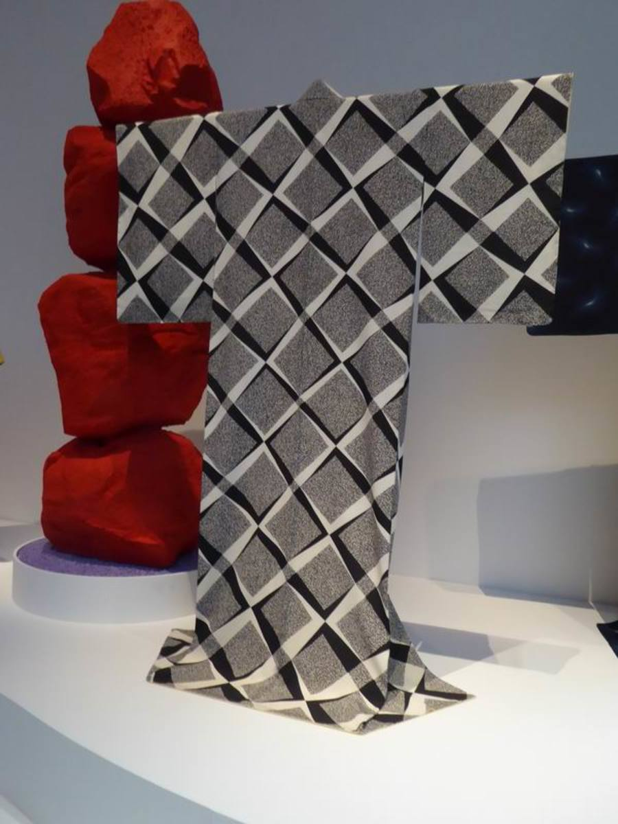 """Kimono """"Beyond"""" by Moriguchi Kunihiko. Image by Frances Spiegel with permission from V&A Museum. All rights reserved."""