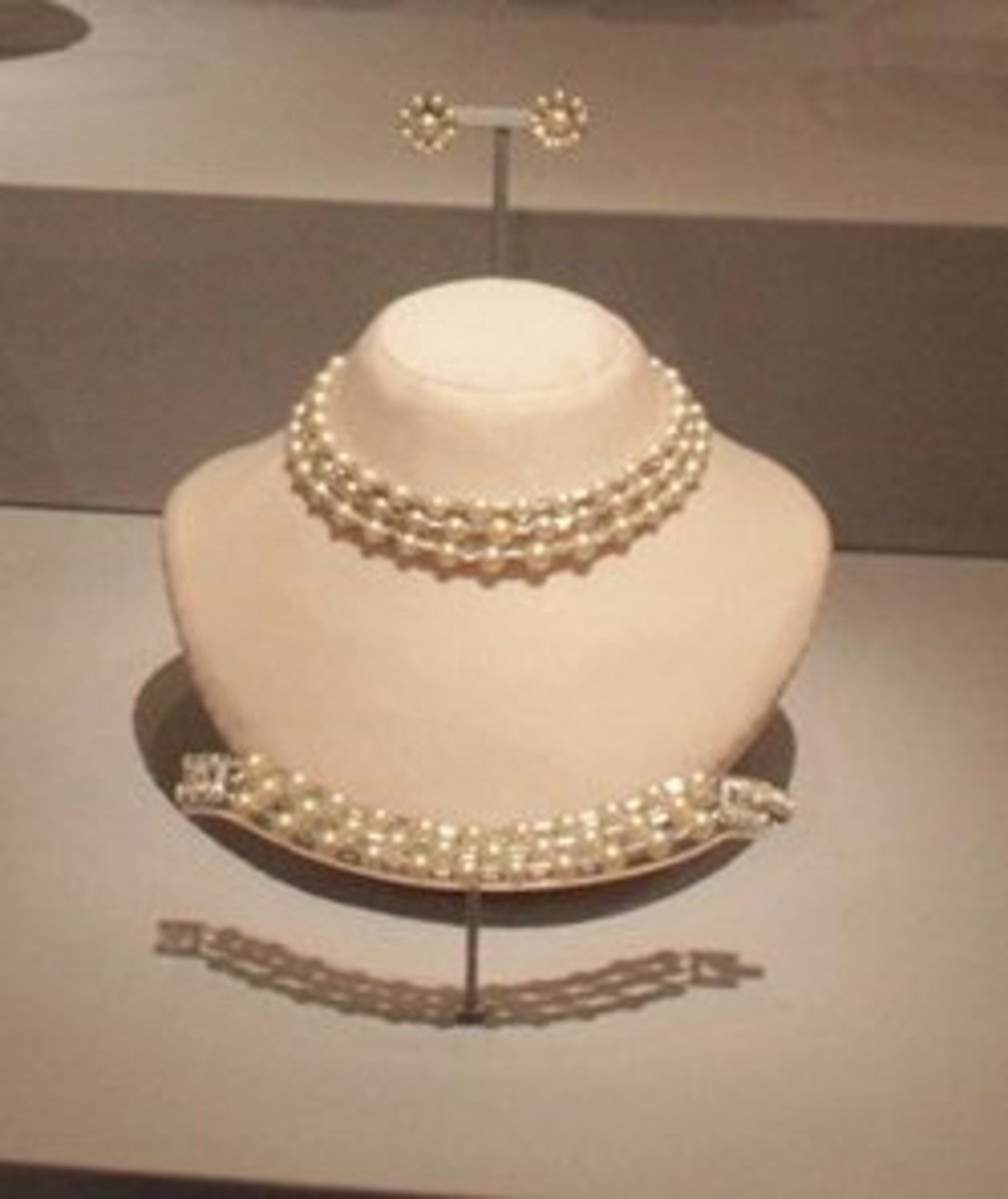 Trifari set worn by Mamie Eisenhower in her first inaugural ball
