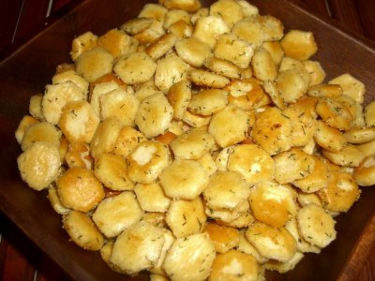Seasoned Oyster Crackers in bowl