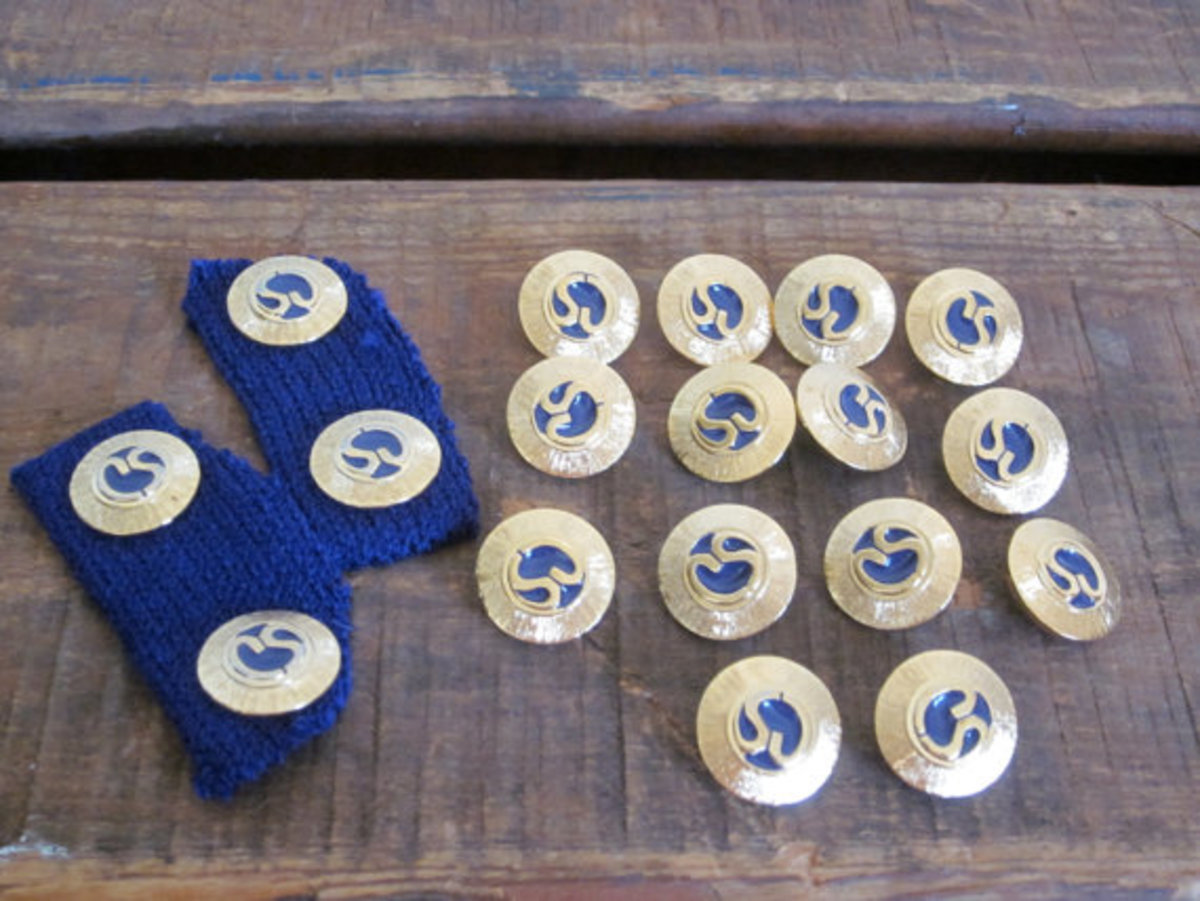 St. John Knits Distinctive Buttons in blue