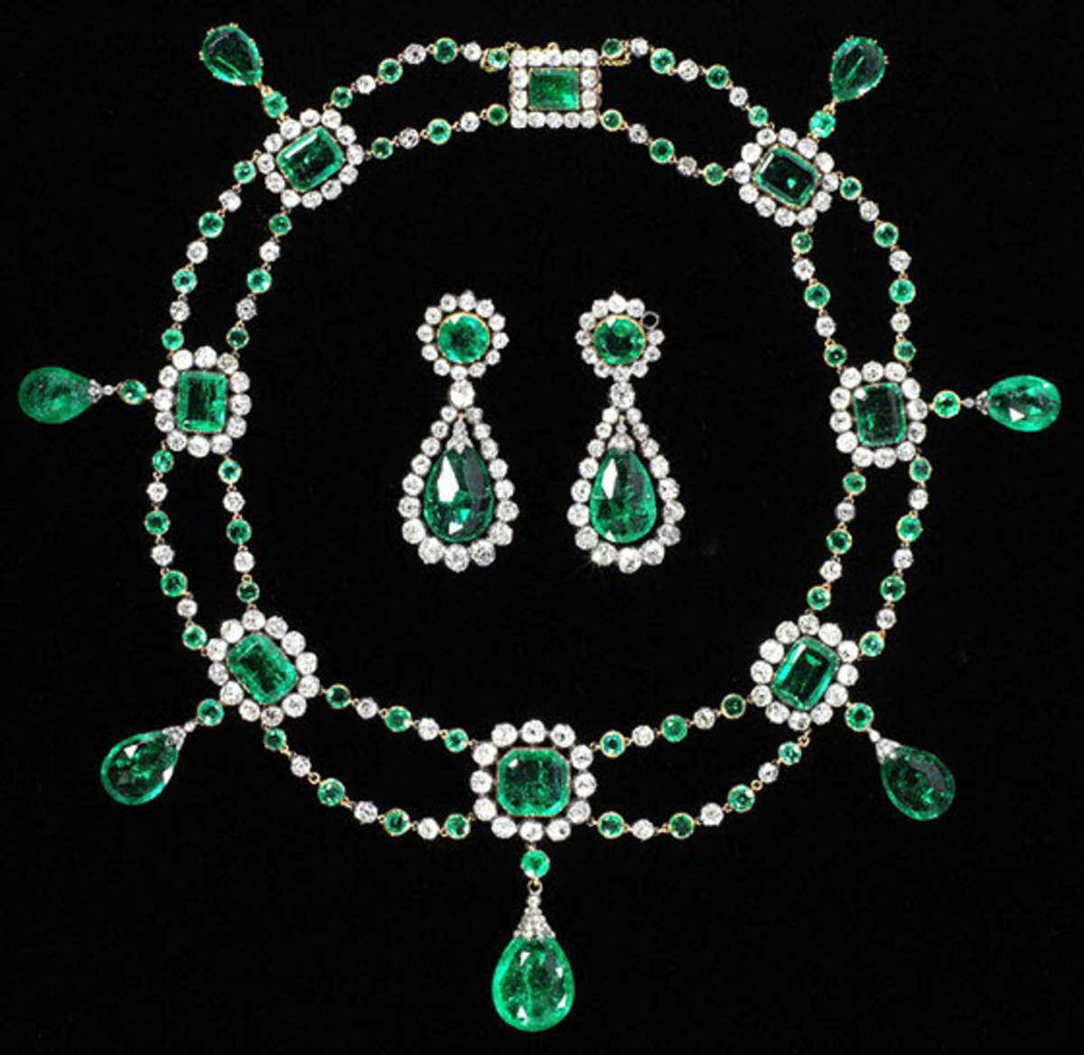 Emerald and diamond jewelry suite, 1806 France
