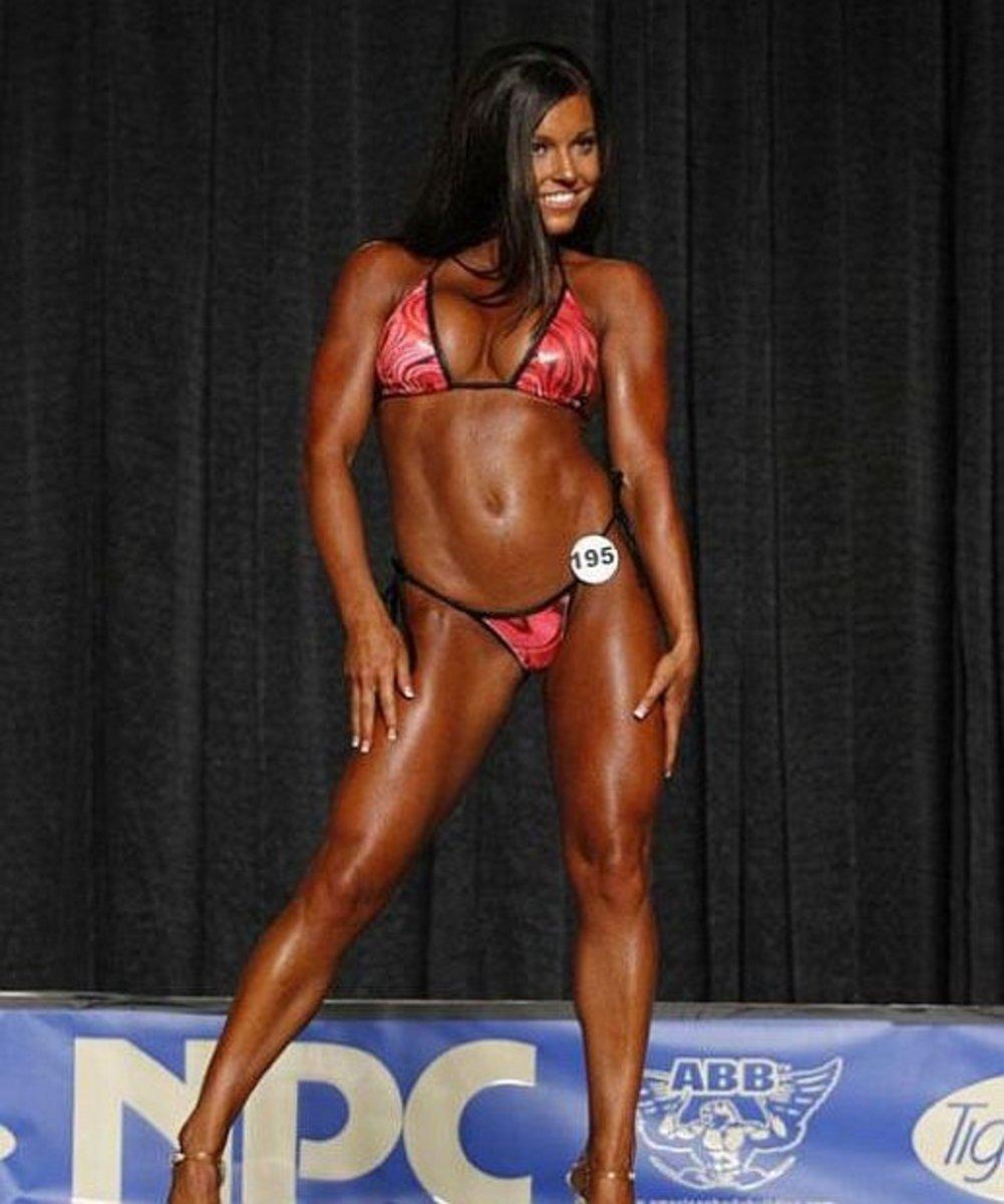 Sonya Vecchiarelli - IFBB Bikini Pro