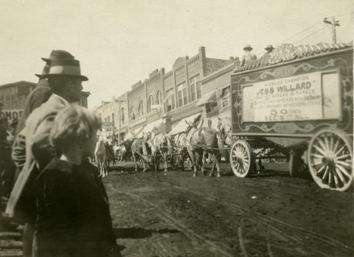 Oklahoma Circus Parade, exact location unknown, 1915