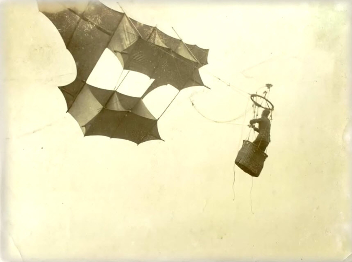 A war kite designed to raise heavy loads, including a human observer, into the air.