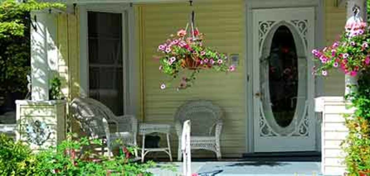 Cottage Style Decorating Begins with the Front Porch