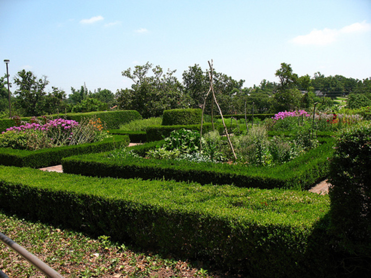 Tulsa Attractions:  Colonial Garden