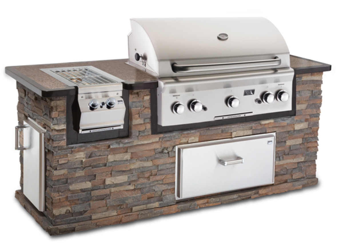 Built in grills are usually all stainless steel -- including the grids for grilling.  Once a built in bbq grill is installed it is there forever, replacing a built in bbq is a nightmare.  Good quality materials should always be installed -- no porcel