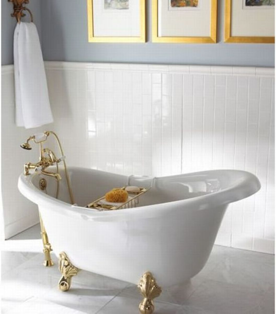 Small bathtubs are also available as clawfoot tubs.