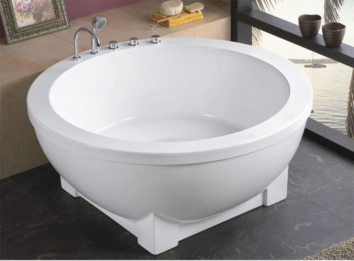 Small bathtubs: the round model.
