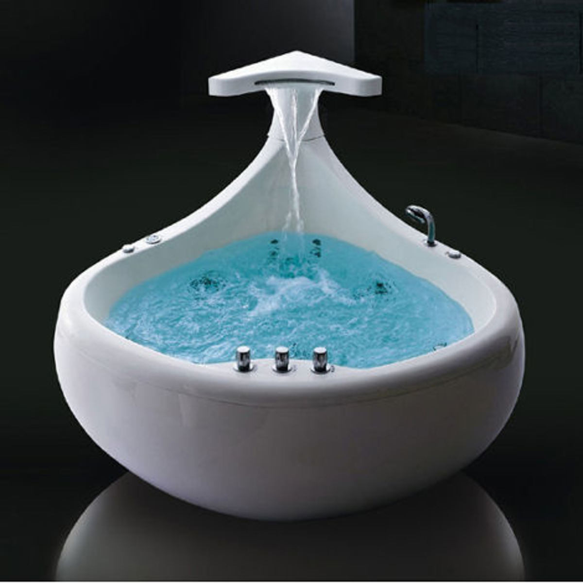 Small Bathtubs: The Whirlpool Tub.