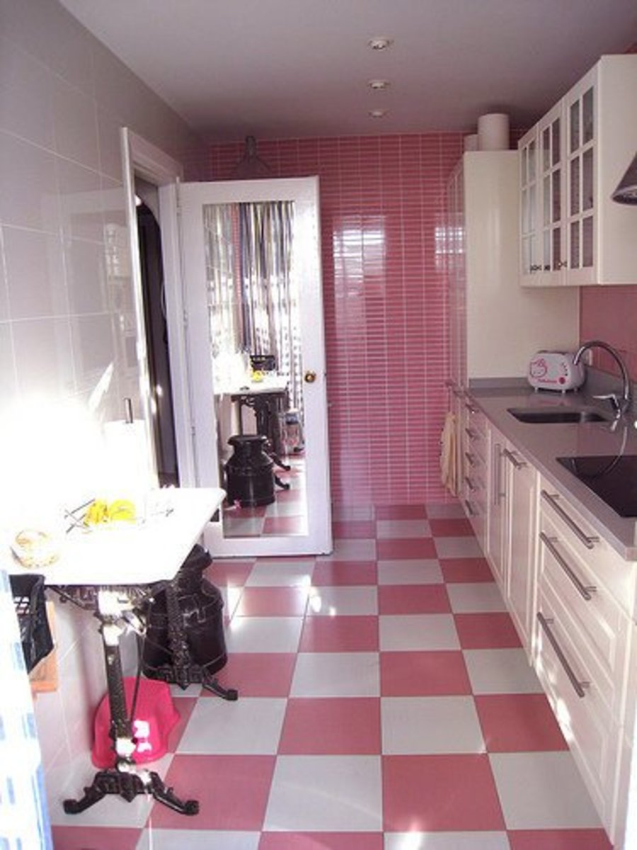 Vintage pink kitchen design idea
