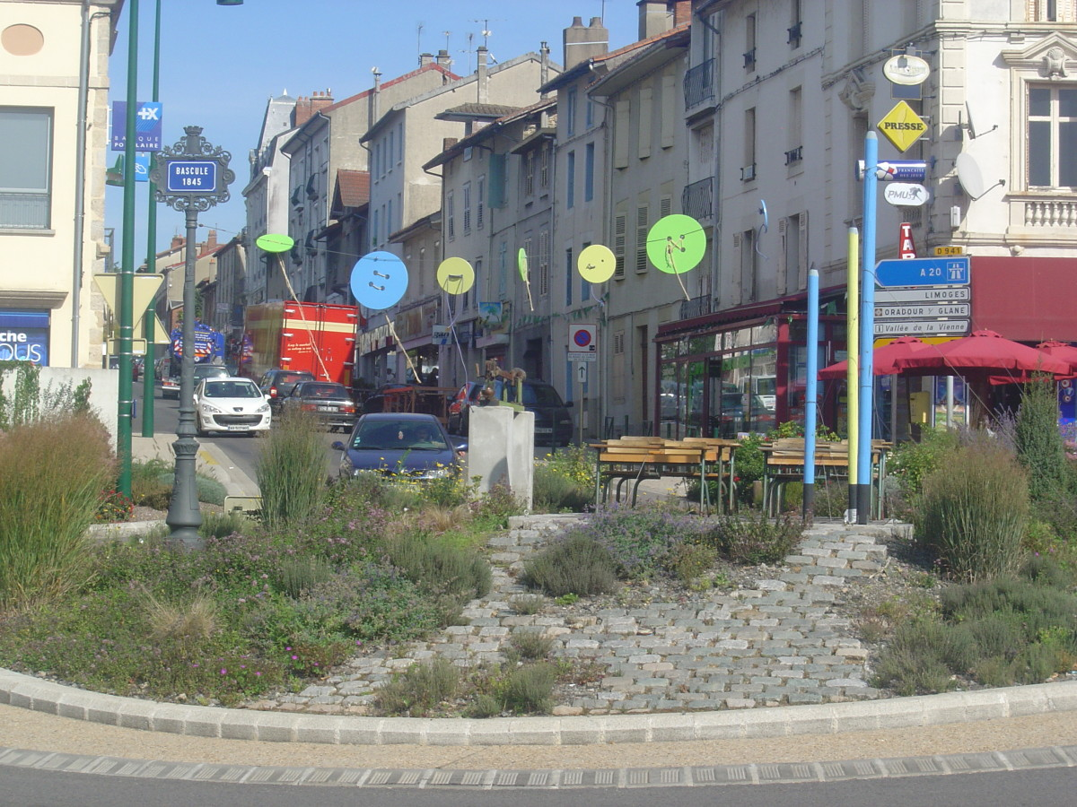 The town of Saint Junien is so proud of it's association with the film that it's created a Guerre des Boutons roundabout!