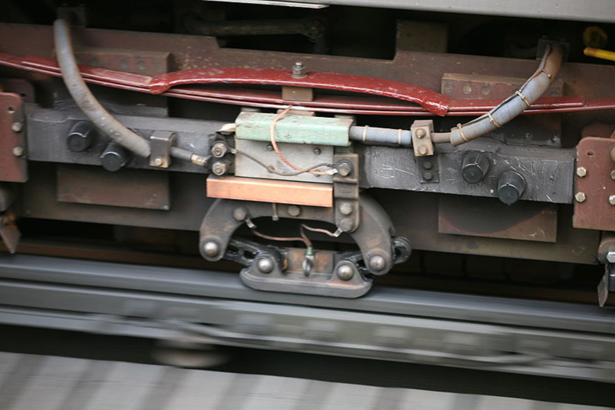 3rd rail, with Contact Shoe mounted upon the train