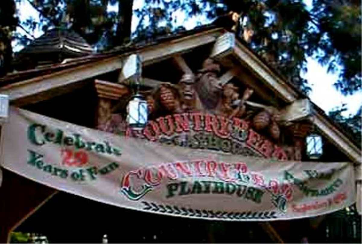 The End of An Era Sign on Country Bear Playhouse Announcing Final Shows September 9, 2001