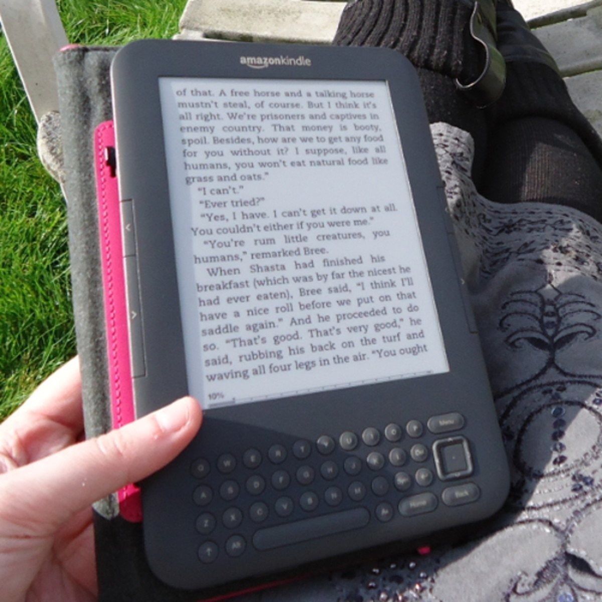 Kindle keyboard reading in the sun