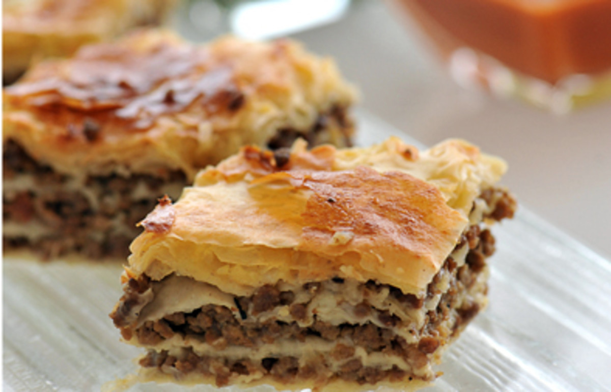 Fillo pastry stuffed with beef meat