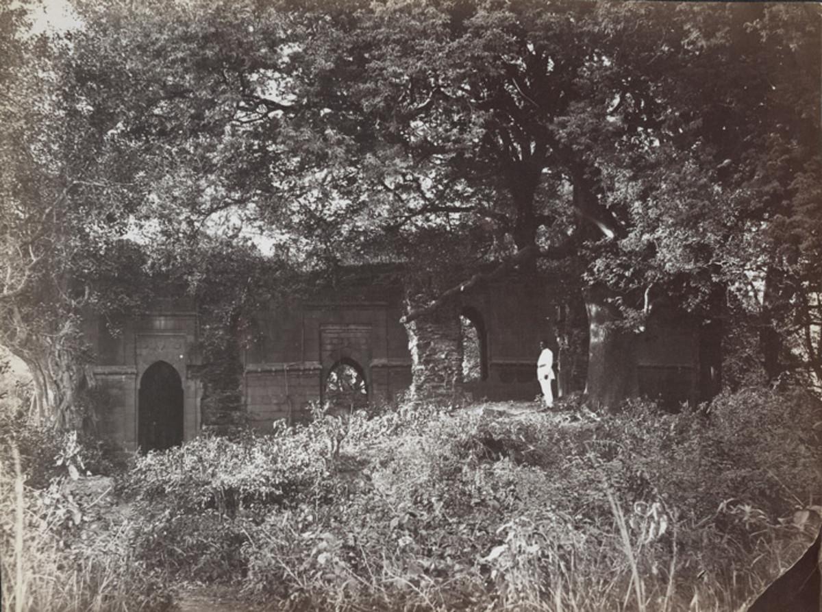 Barah Durwazah (Big Entrance of Golden Mosque) (1870)