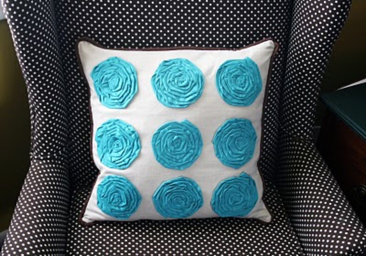Mock Flower Pillows via i create it