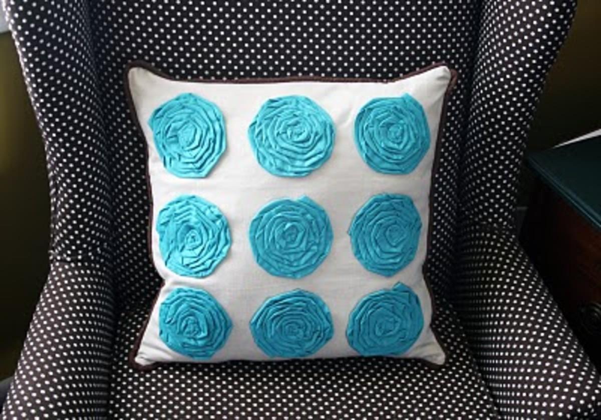 Mock Flower Pillows via i create it