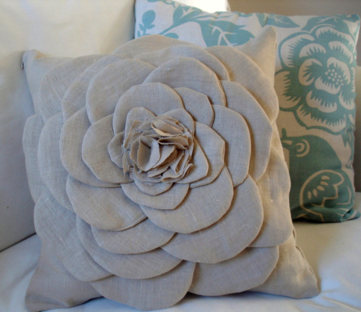Shabby Flower Pillow via burlap + blue