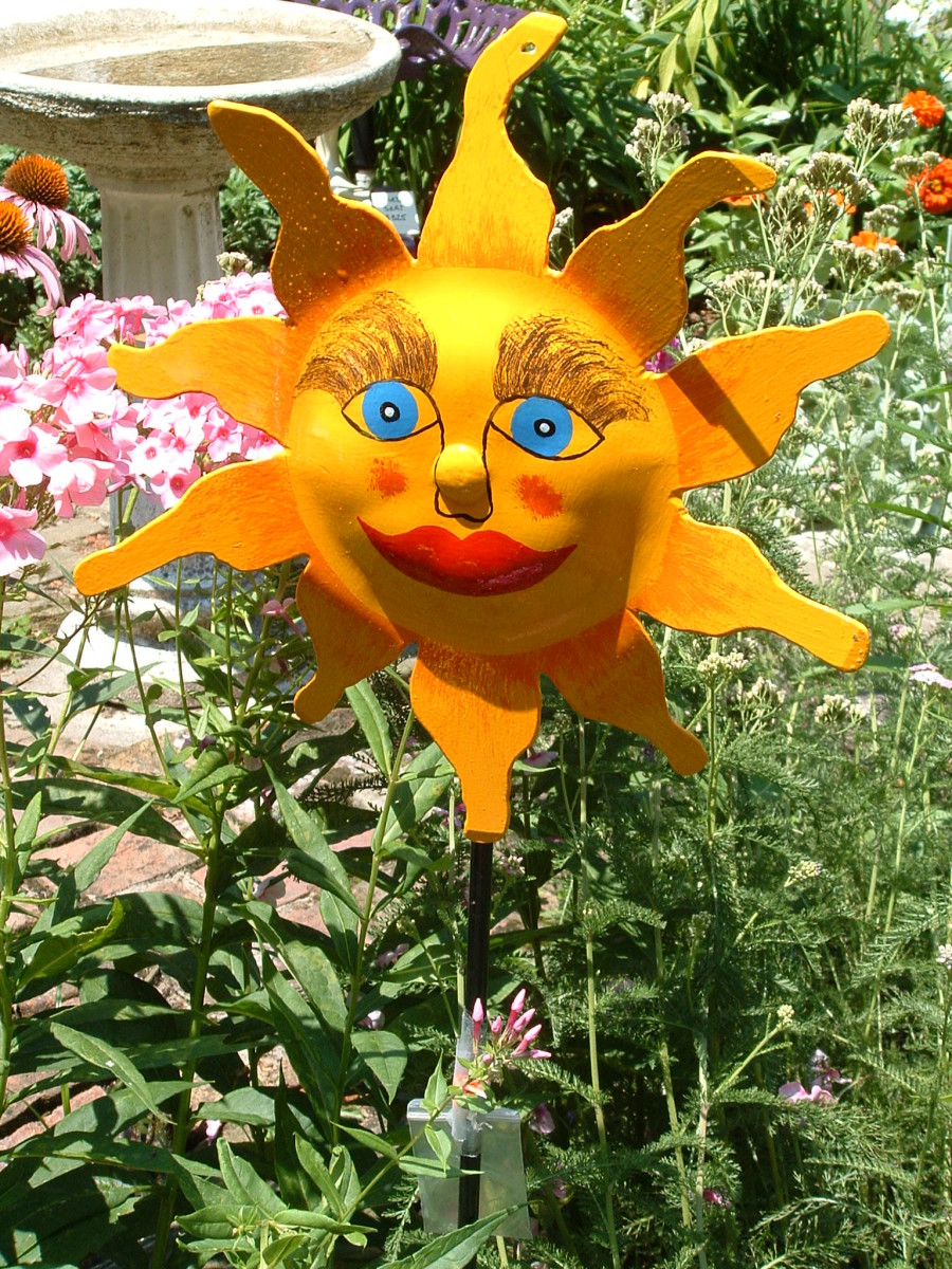 Reverse side of this metal sunflower is also a happy face. (see below). Requires no watering, even in a draught!