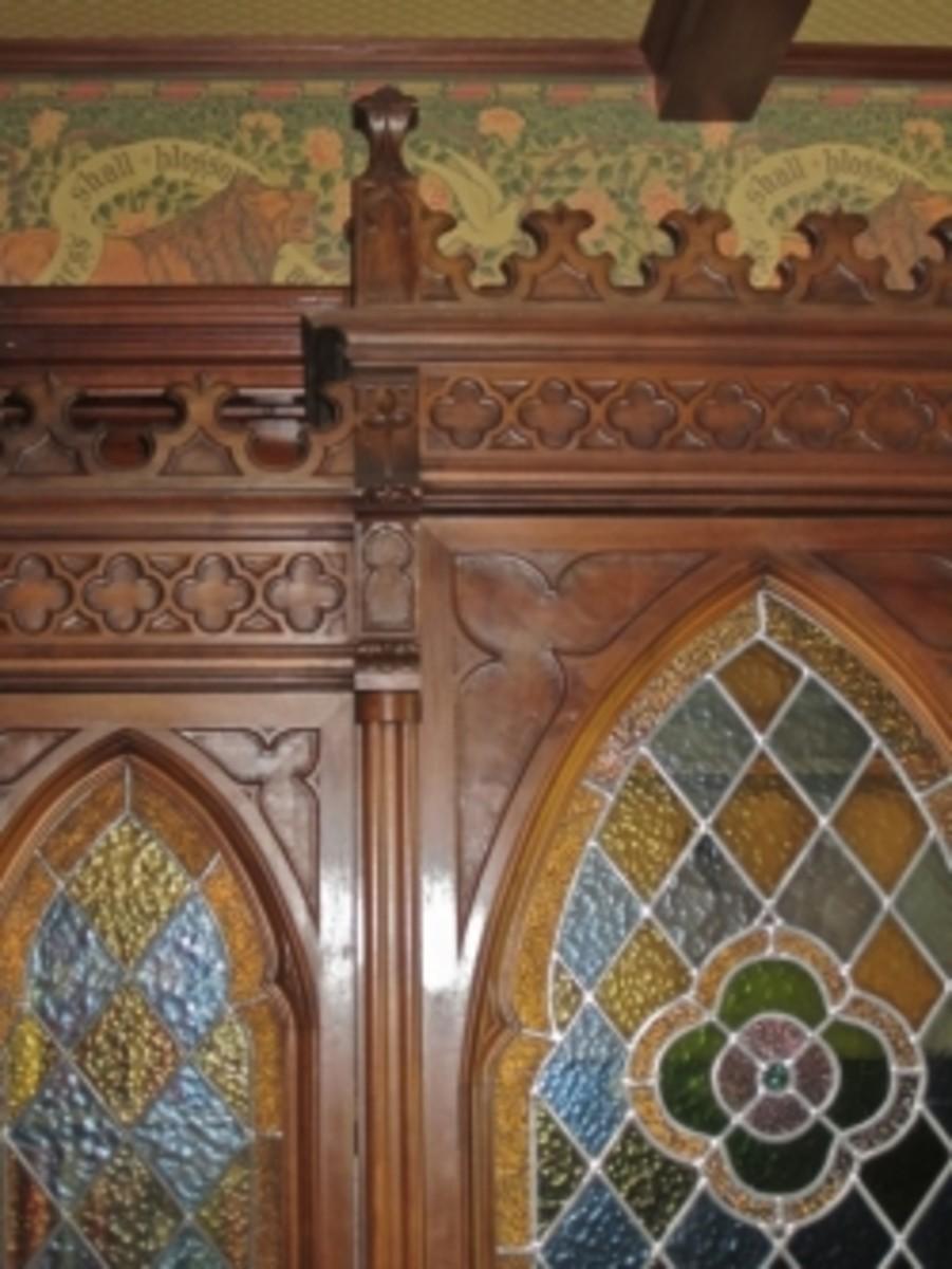 gothic-revival-victorian-home-decor