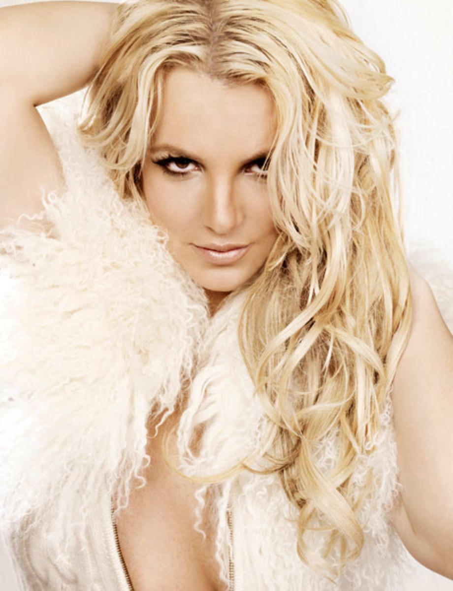 3. Britney Spears. Oh, i like her when she was younger and shows off that innocent looking girl. But, she's obviously pretty.