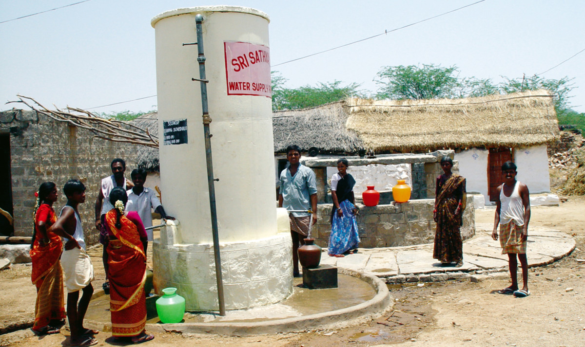 The grateful villagers - beneficiaries of the massive Sathya Sai Drinking Water project