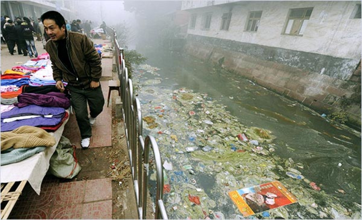 Polluted canal ; environmental degradation in the pursuit of commerce