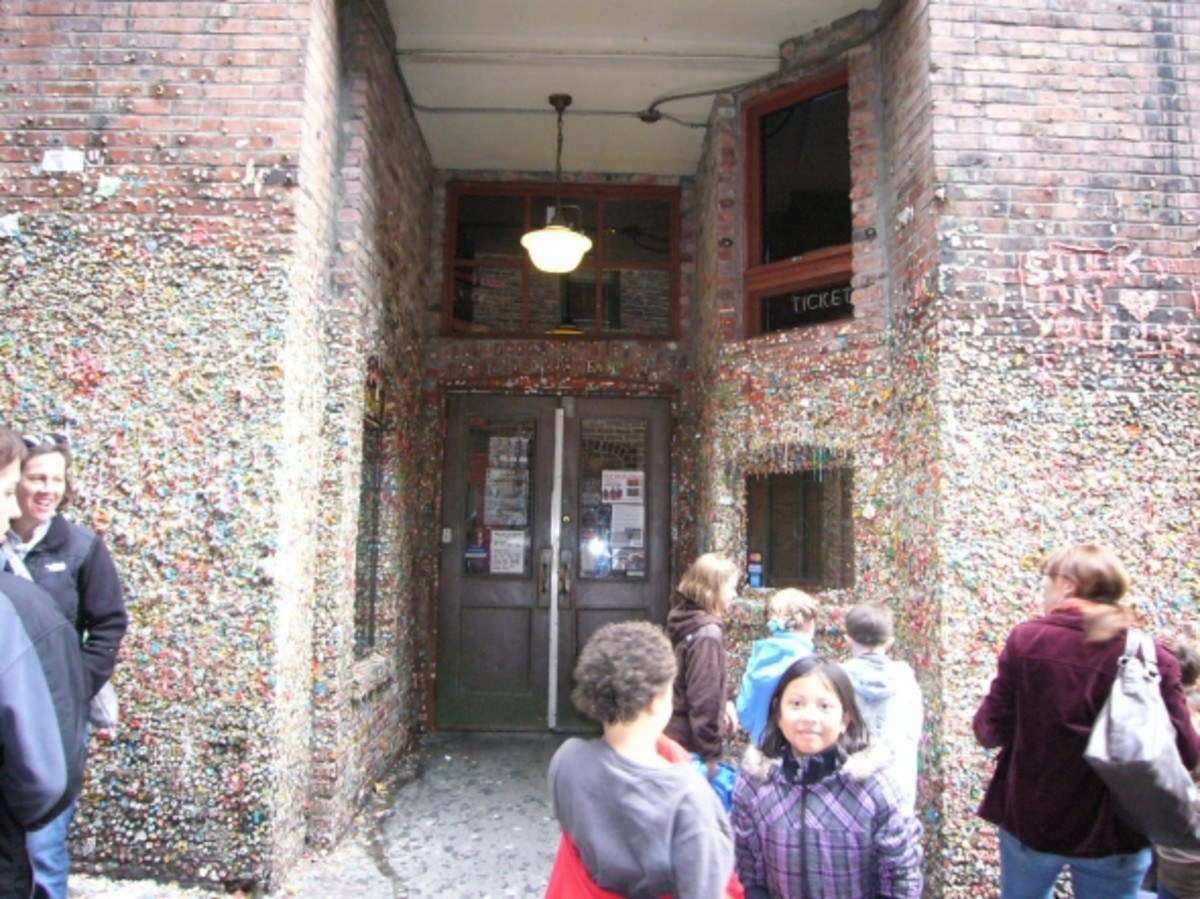 Market Theater and Seattle Gum Wall