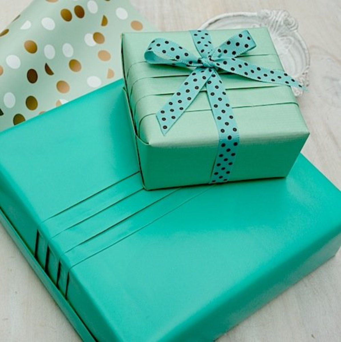 Create a professional-looking gift box by simply adding couple of pleats to it.