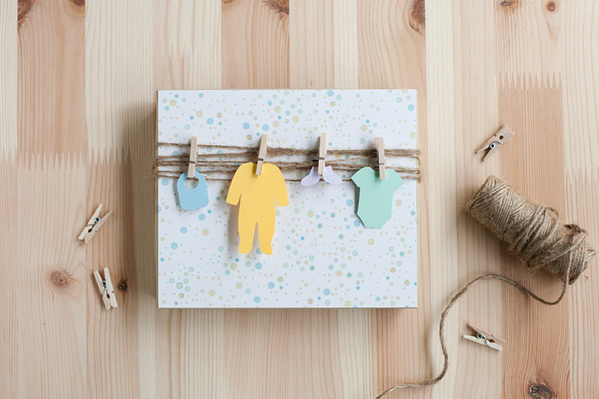 Adorable baby shower clothesline gift wrap that only takes a few minutes to put together.