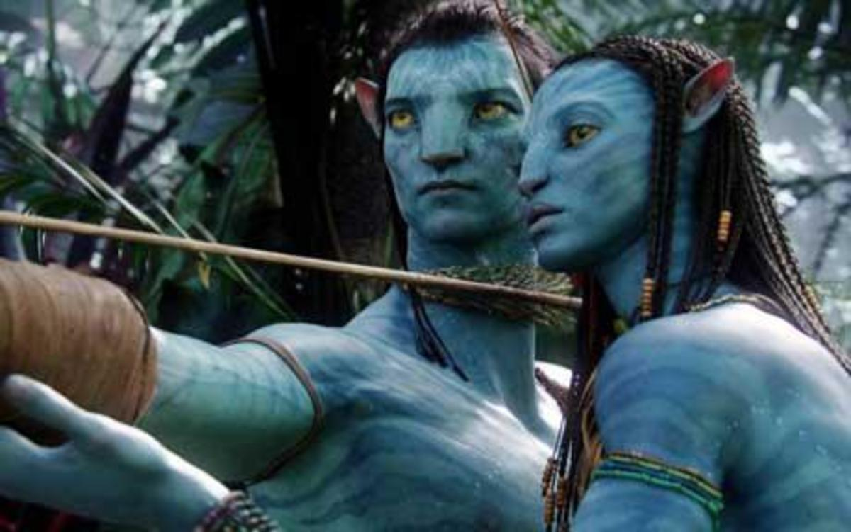 Jake Sully in his Avatar to the left with Neytiri to the right