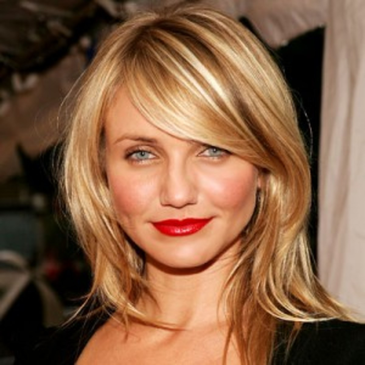 Cameron Diaz has a round face.  Her bangs and straight hair are very flattering for round faces.