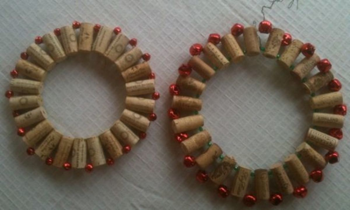 The first and second wine cork wreaths that Mickie_G made