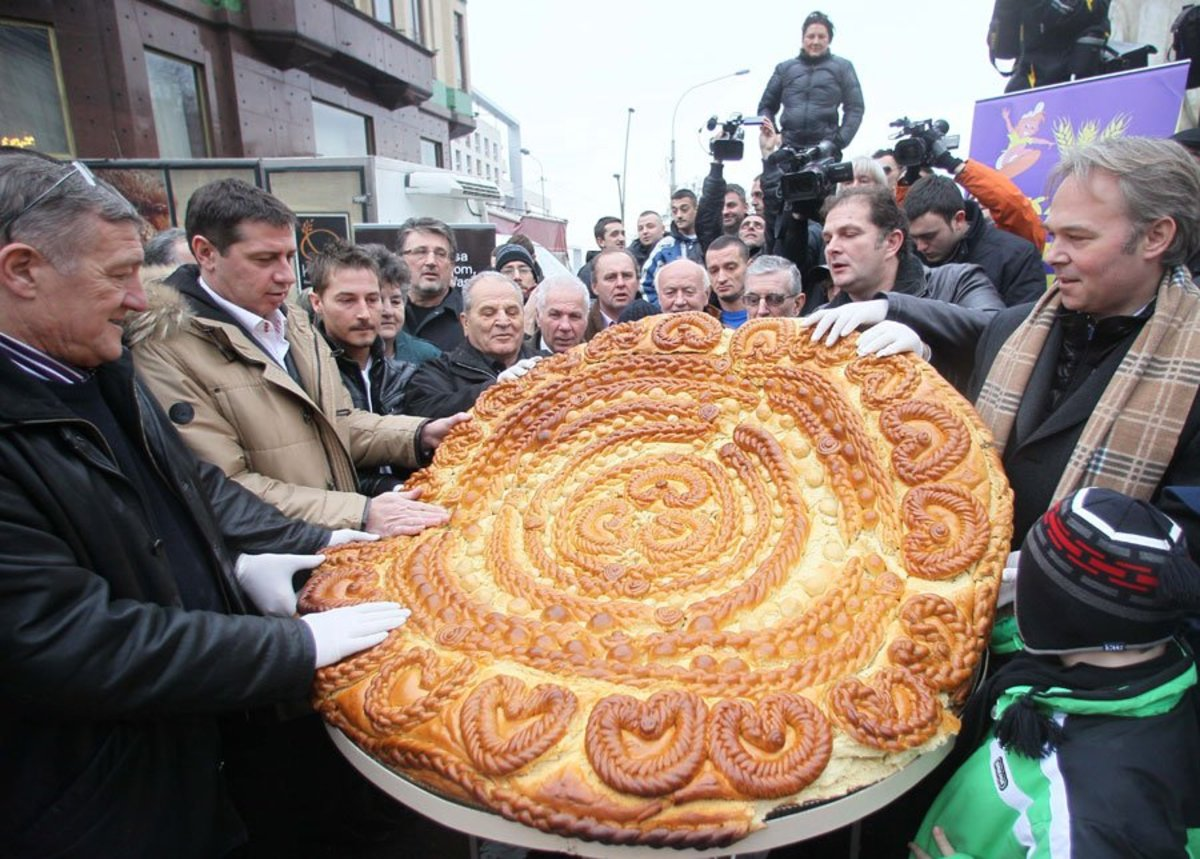 An example of a particularly large Serbian Cesnica bread.