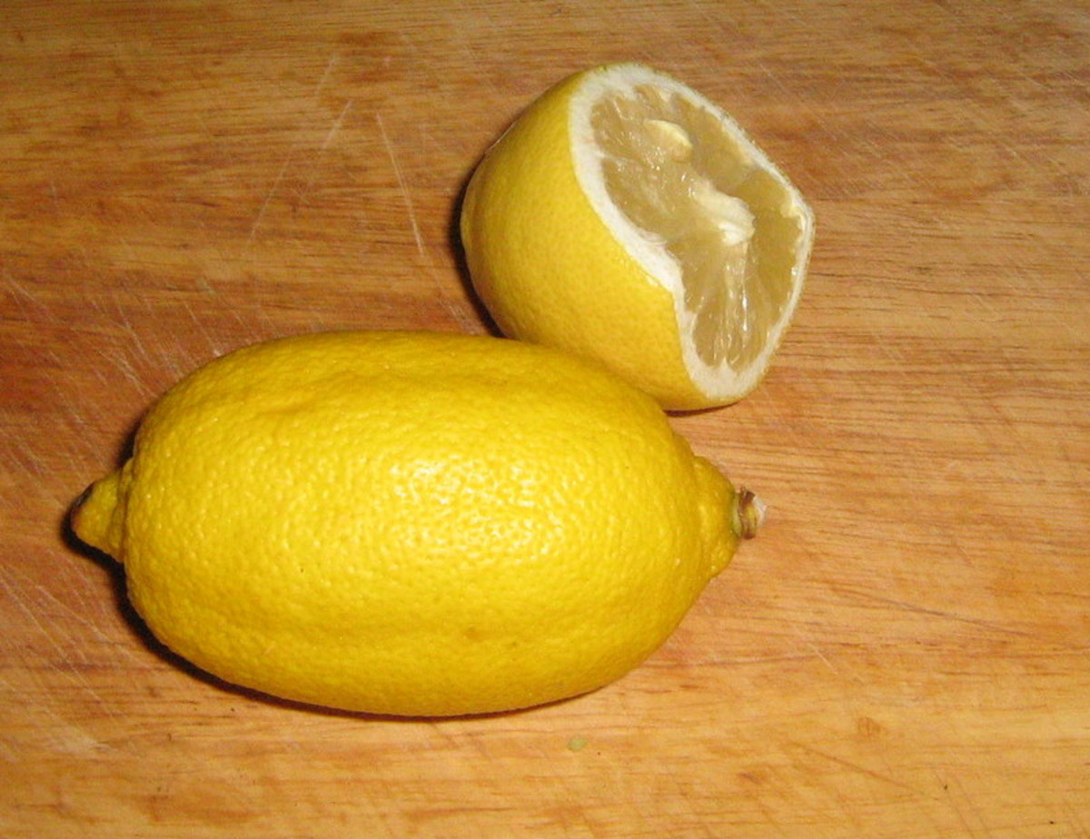 How to use lemon juice to remove  onion smells