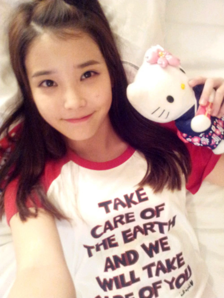 IU selca = IU with no make-up on