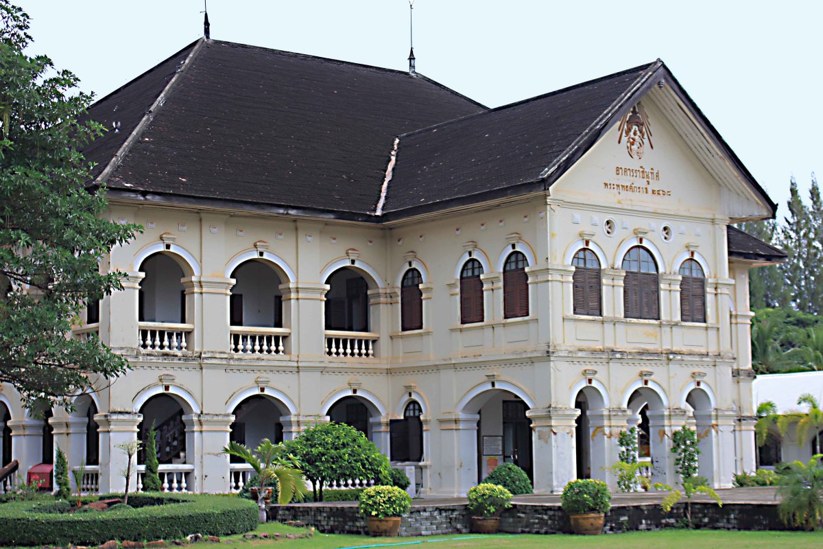 Udon Thani Museum. This attractive building became the provincial museum in 1998.