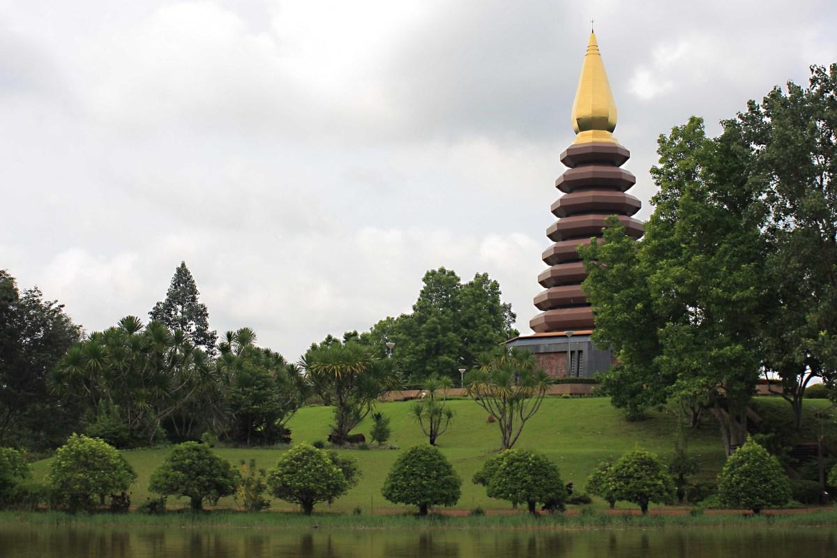 The pleasant setting of Chetiya Khiri Wihan