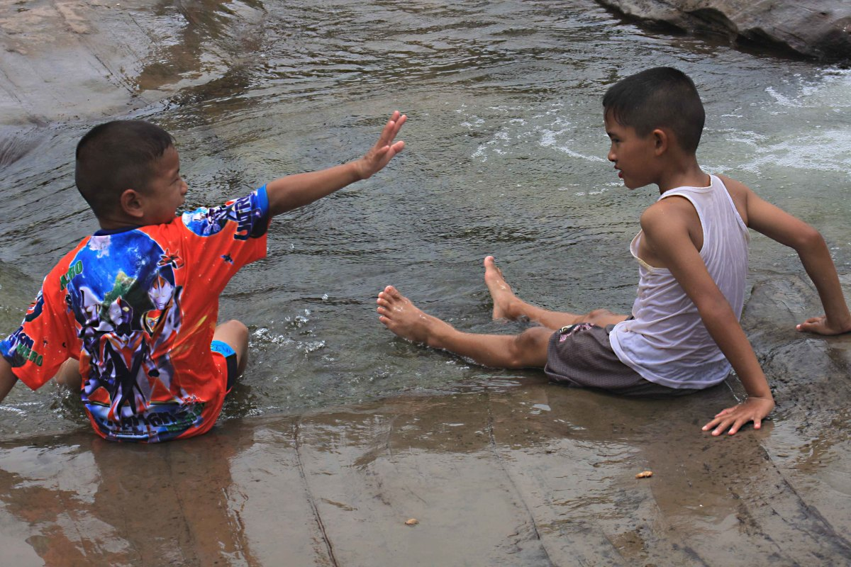 With due care, the falls are safe for children