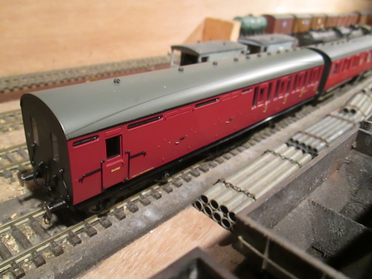 Saved a few £££s on this Hornby Thompson Brake 2nd from Model Railways Direct. Only had to add the Jackson screw coupling before putting it into service